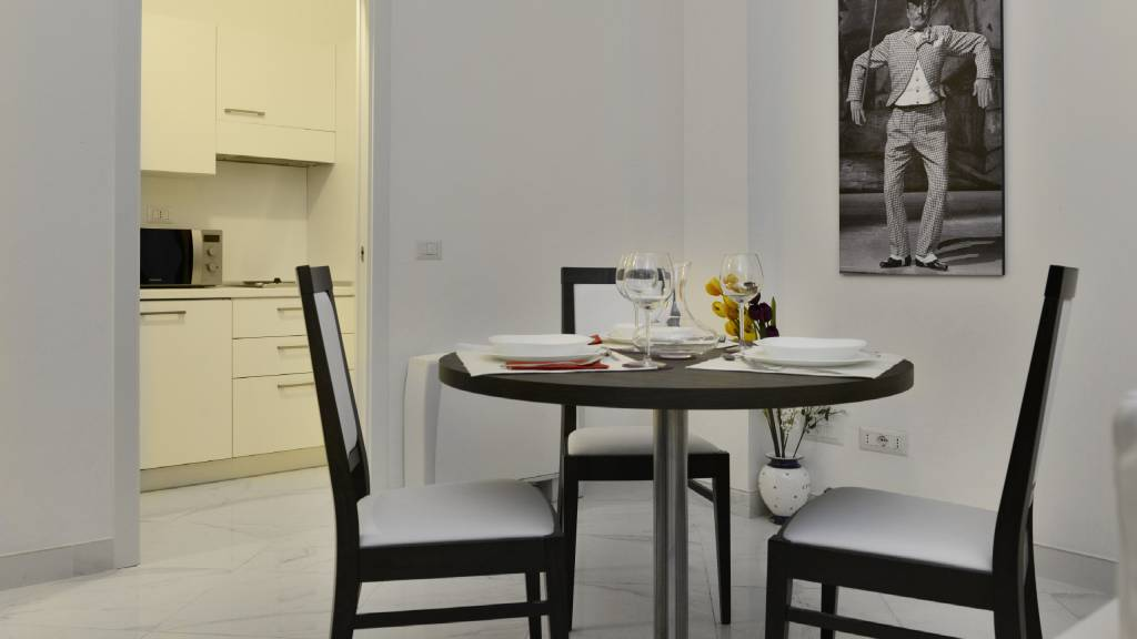 Morin-10-rome-Exclusive-Suites-rome-dining-table-1993a
