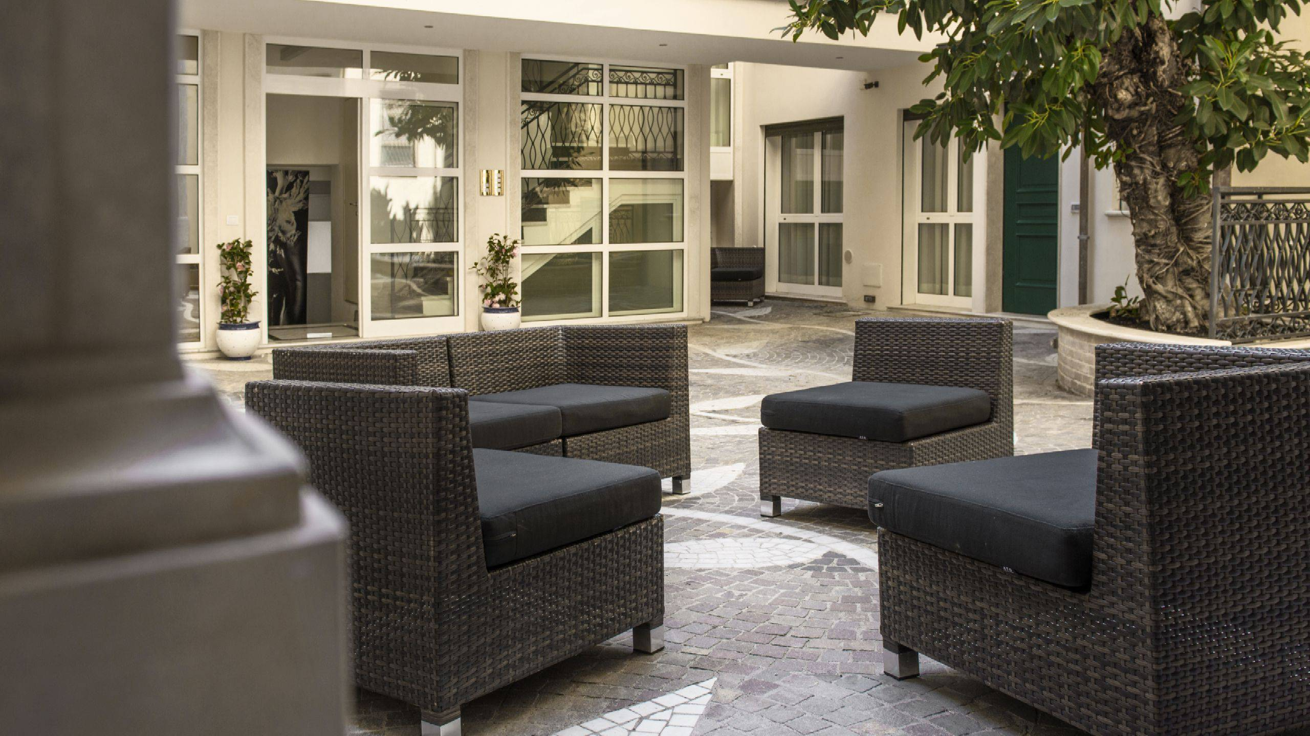 Morin-10-rome-Exclusive-Suites-rome-common-areas-armchairs-2214a