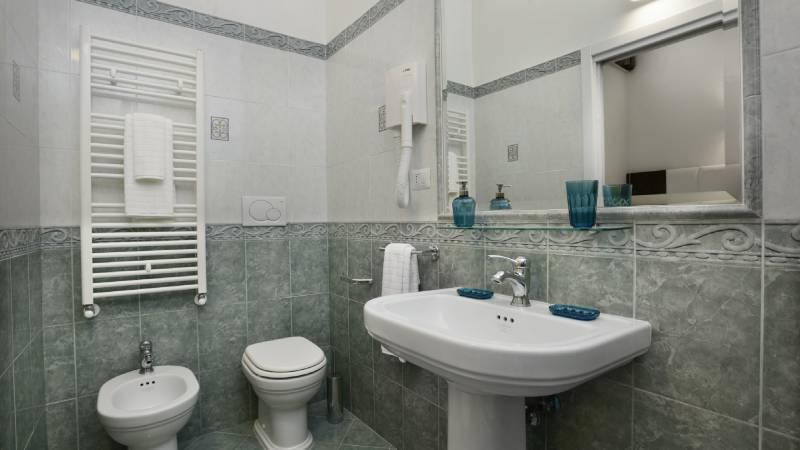 Morin-10-rome-Exclusive-Suites-rome-bathroom-1839a